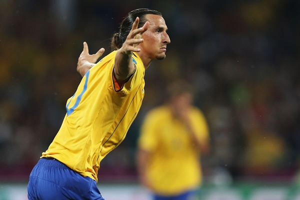 Golazo de Zlatan Ibrahimovic en las eliminatorias