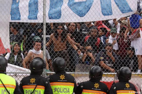 Prohibido Ingresar Banderas, Bombos y Bengalas a los Estadios