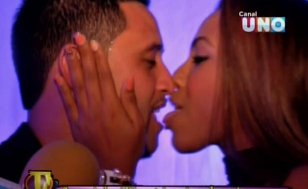 Paola Maya y su tremendo beso con lengua