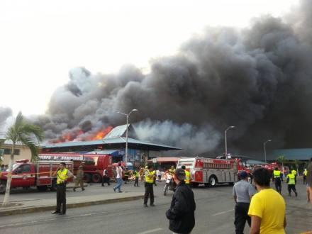 Fotos y Video Incendio Mercado Montebello Guayaquil