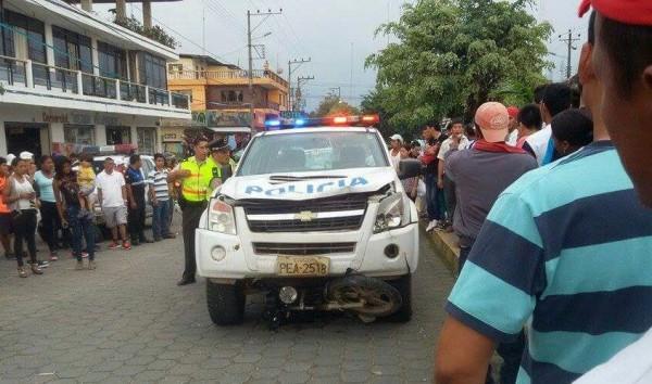 Policia Atropella Motociclista en Puerto Quito