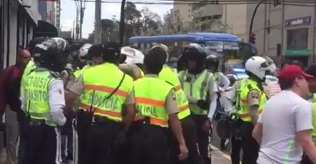 Video Pelea entre Policías y Agentes de Tránsito en Quito